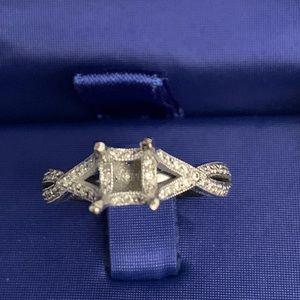 Tacori Ribbon Twist 18k with side diamonds only!